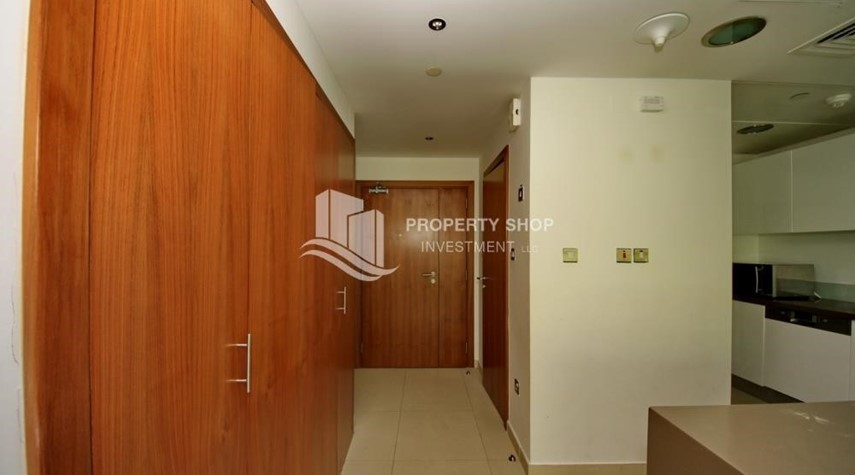 Foyer- 2 bedrooms with an  amazing view  in al bandar for sale