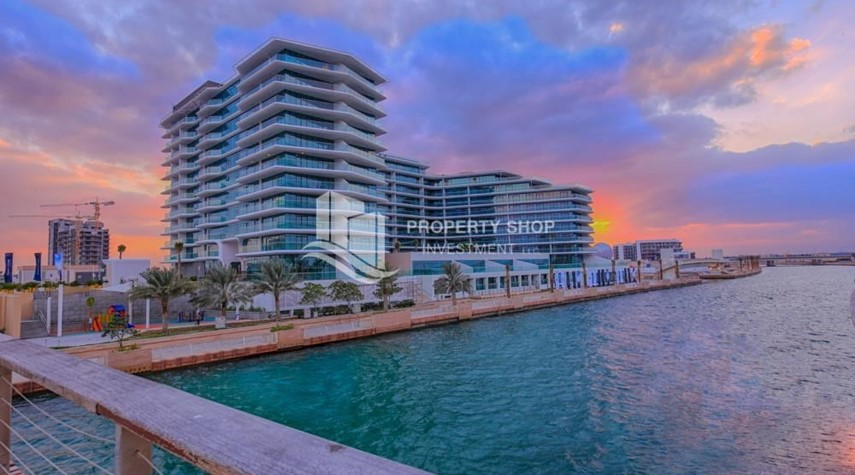 Property-Rent Refundable on Mid floor with amazing Sea View.
