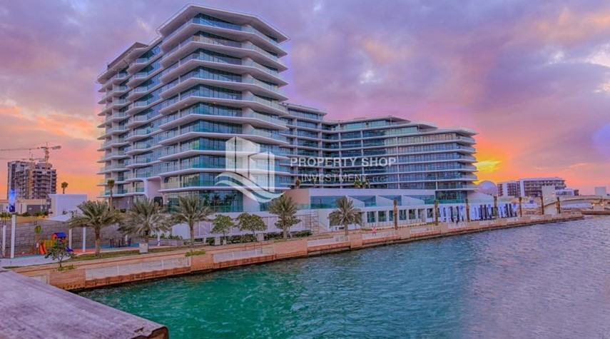 Property-Brand new high end apt with sea view.