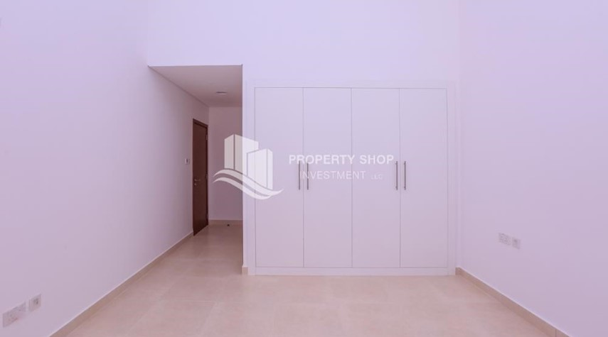 Built in Wardrobe-3 bedroom apartment for sale in Ansam.