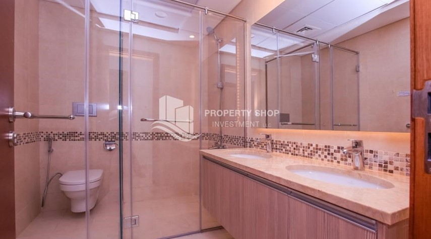 Master Bathroom-3 bedroom apartment for sale in Ansam.