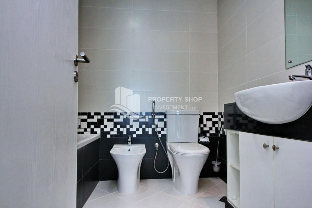Bathroom-High floor 1BR Apt with Luxury Facilities.