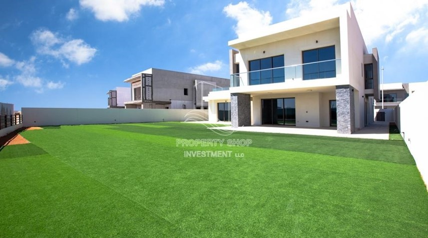 Property-Ultimate expression of style and sophistication & next to world attraction