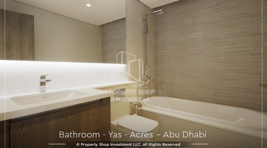 Bathroom-Live next to world attraction! Duplex townhouse with spacious family room