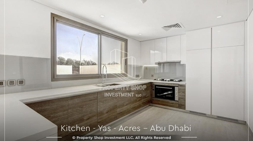 Kitchen-Live next to world attraction! Duplex townhouse with spacious family room