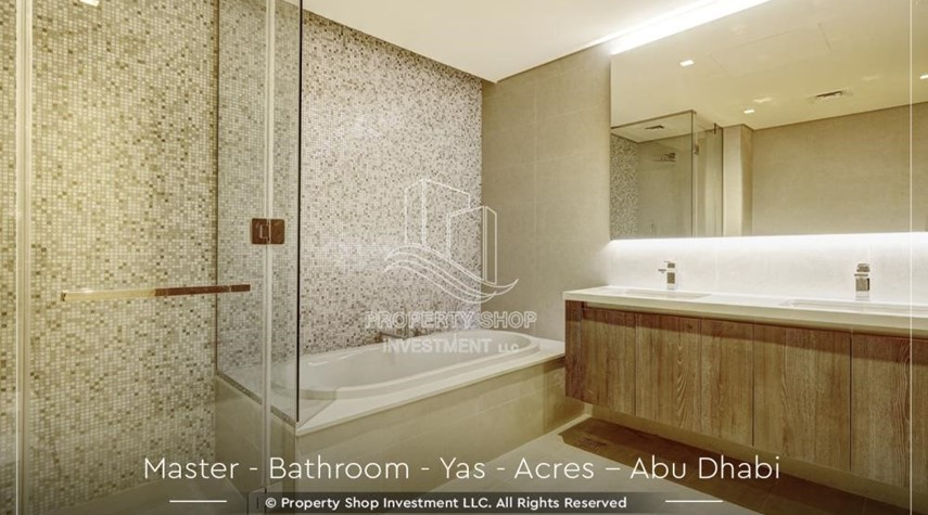 Master Bathroom-Live next to world attraction! Duplex townhouse with spacious family room