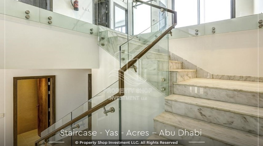 Stairs-Live next to world attraction! Duplex townhouse with spacious family room