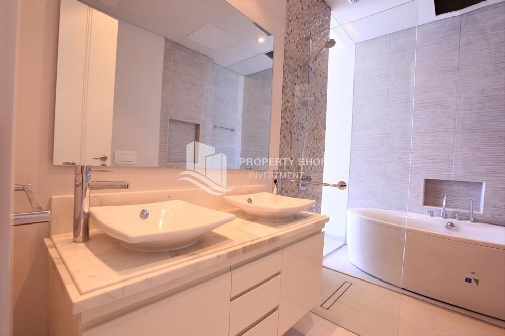 Bathroom-Luxurious 3+M BR Apt with Private Terrace/Garden.