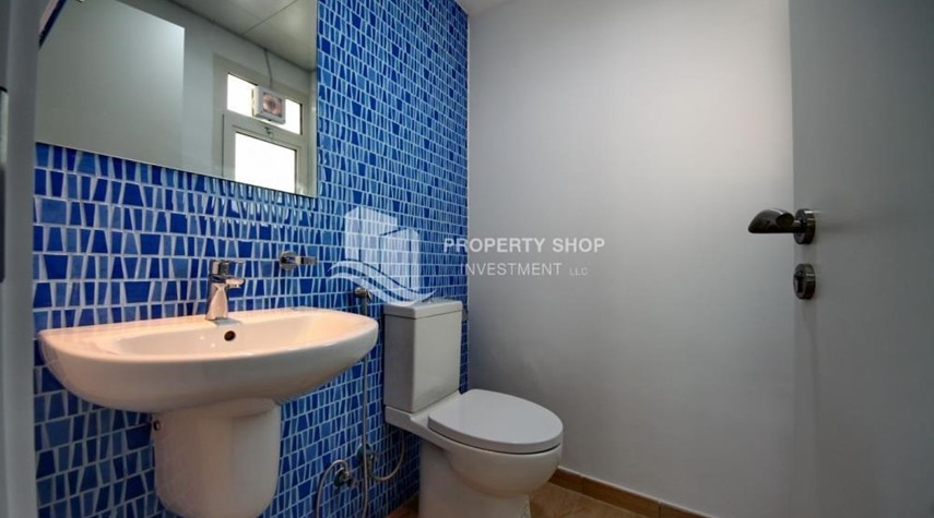 Bathroom-Terraced apartment with full facilities.