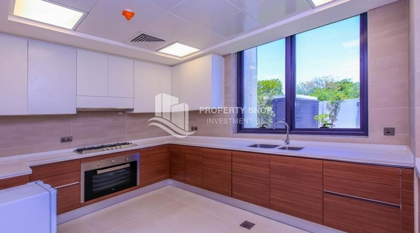 Kitchen-Wonderful 5 bedroom villa for sale in West Yas