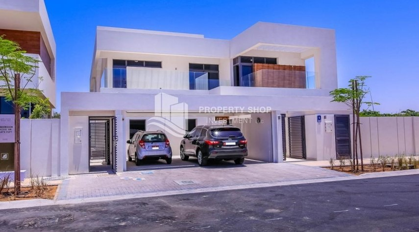 Property-Wonderful 5 bedroom villa for sale in West Yas