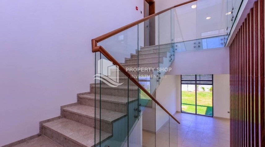 Stairs-Wonderful 5 bedroom villa for sale in West Yas