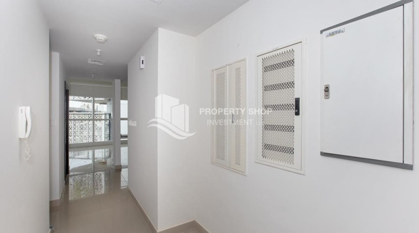 Hall-1 Bedroom Apartment For Rent In City Of Lights