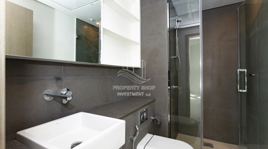 Bathroom-3+1 apartment (corner unit) in Meera Tower available for rent immediately!