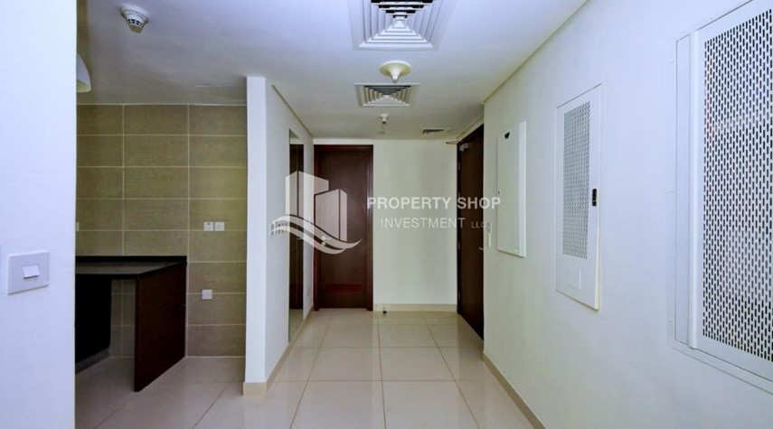 Foyer-High floor 2BR Apt with sea view.