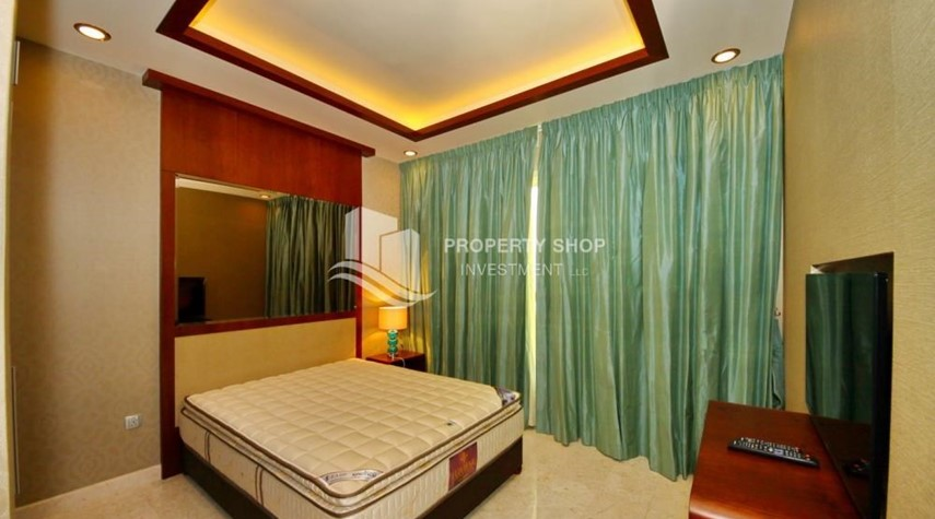 Bedroom-3+M apt with balcony and sea view.