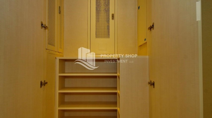 Built in Wardrobe-3+M apt with balcony and sea view.