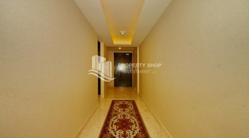 Corridor-3+M apt with balcony and sea view.