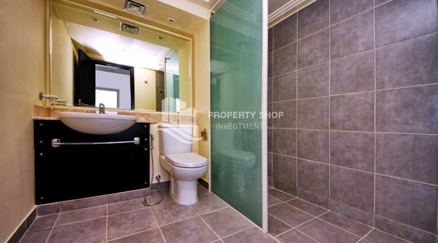 Bathroom-2 Cheques! 3BR single row villa . Open for viewings.