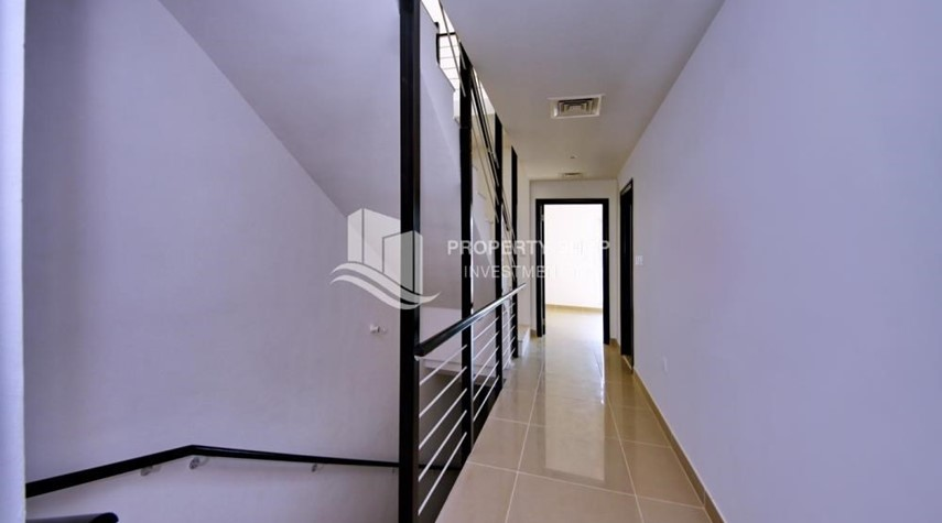Corridor-2 Cheques! 3BR single row villa . Open for viewings.