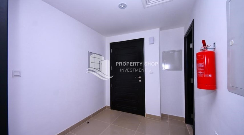 Foyer-2 Cheques! 3BR single row villa . Open for viewings.